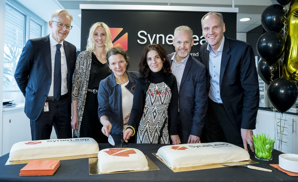 SynerLeap celebrated the anniversary with cake. From the left: Johan Söderström, Managing Director of ABB Sweden and parts of the SynerLeap team: Camilla Kullborg, Head of Automation & Robotics, Laila Wadstedt, Head of Back Office, Gaetana Sapienza, Head of Operations, Rolf Lindström, Communications Manager and Peter Löfgren, Managing Director. Photo: Jonas Bilberg